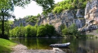 Pêche en bateau sur la Dordogne lotoise