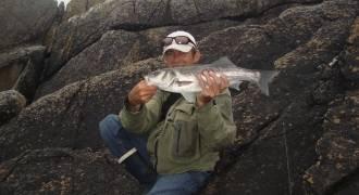 Pêche aux leurres sur la côte rocheuse du Cap Sizun