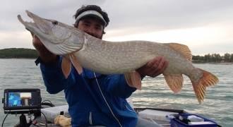 Pêche aux leurres sur le lac de Montbel dans l'Ariège