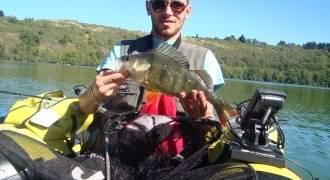 Pêche des carnassiers en float Tube sur le lac de Saint Etienne Cantalès