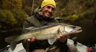 Lure fishing by boat in Cantal