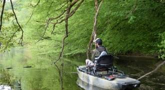 Lure fishing by kayak in Allier