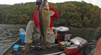 Lure fishing by boat on dam lakes from Correze