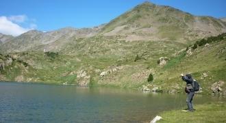 Pêche de la truite en lac de montagne à la mouche