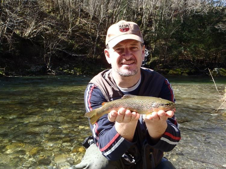 Initiation à la pêche de la truite en Aveyron