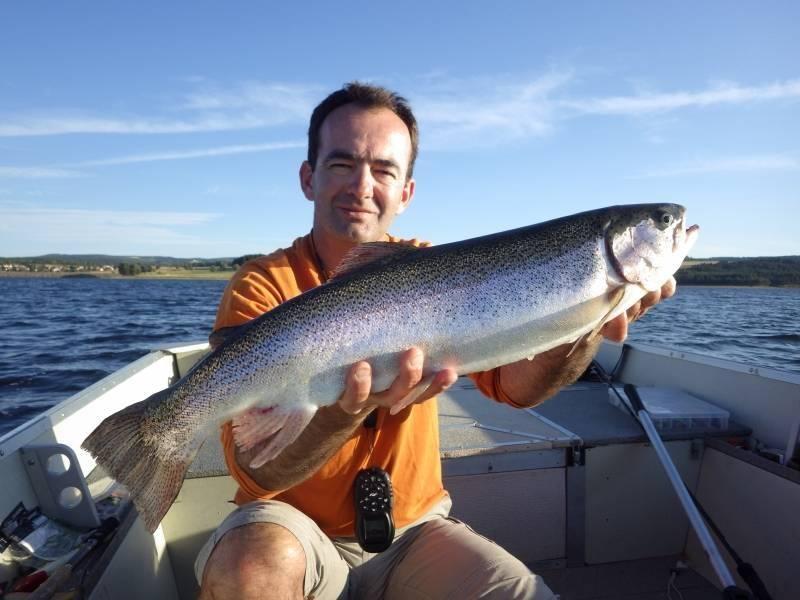 Lure fishing on lake Villefort