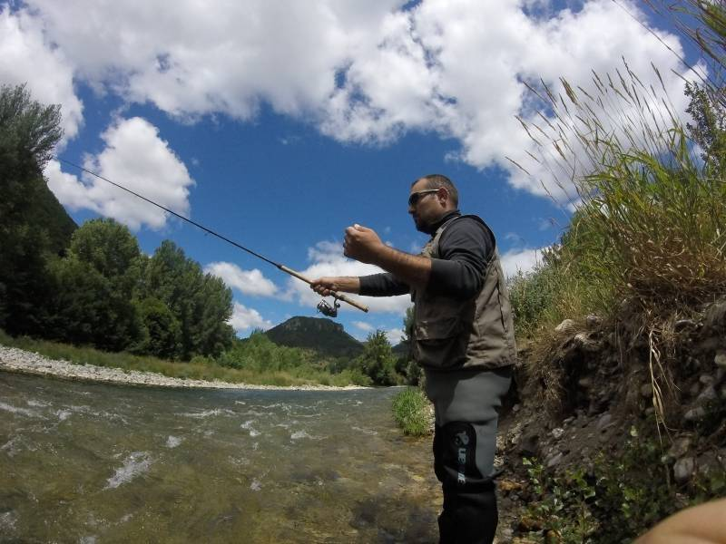 Pêche de la truite au toc dans l'Aveyron