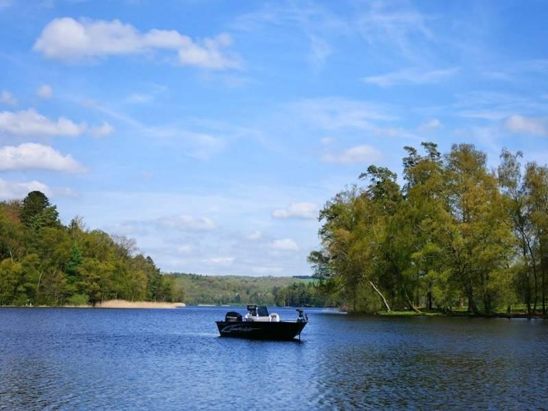 Pêche des carnassiers dans les lacs du Morvan