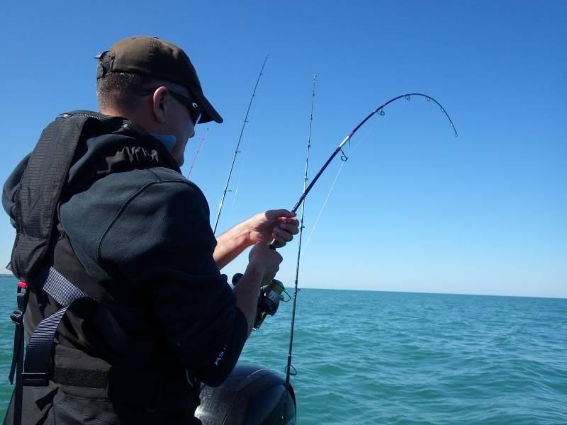 Pêche du lieu aux leurres au large