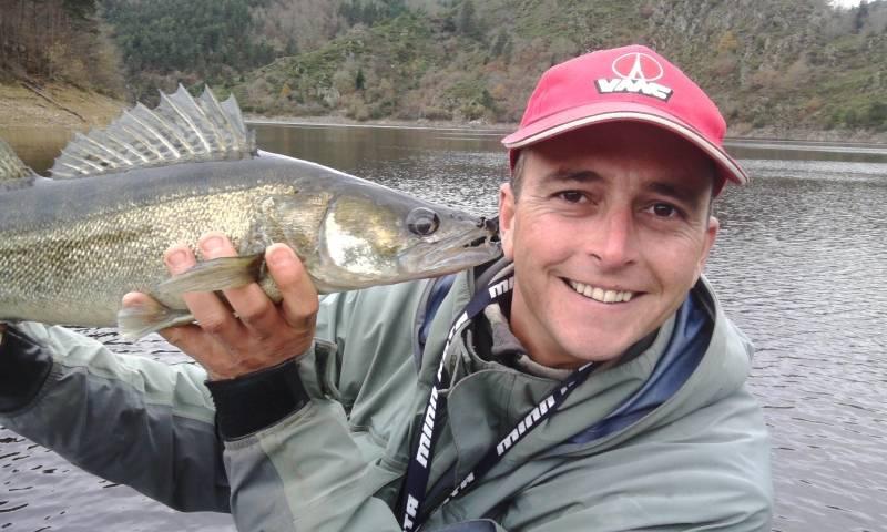 Pêche des carnassiers sur les lacs de barrage du Massif Central