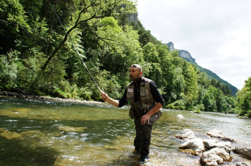 Pêche de la truite au tenkara en Aveyron