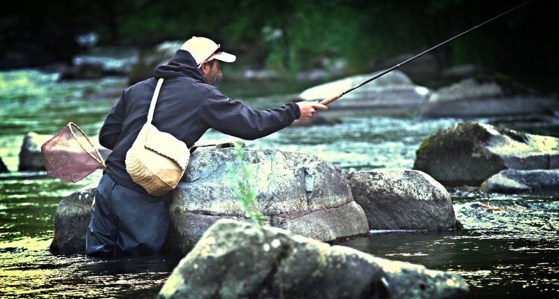 Tenkara fishing in Lozère
